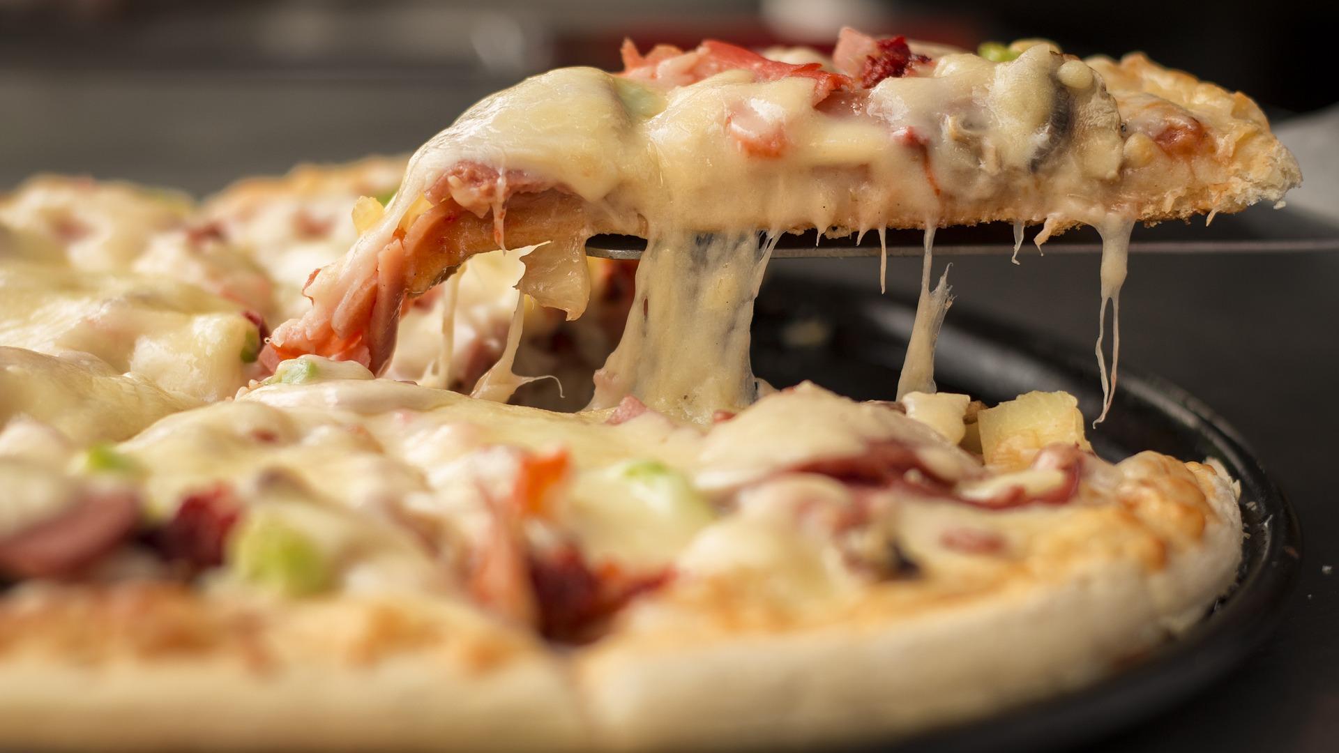 pizza_1317699_1920.jpg