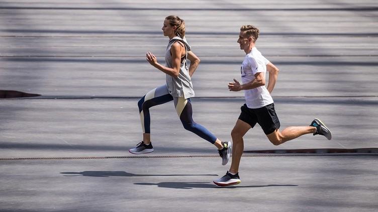 Bieganie dookoła jeziora: Kiedy oceniać buty do biegania?