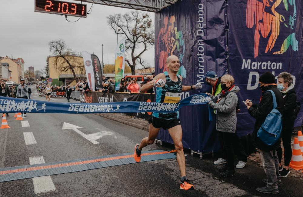 Finisz Arkadiusz Gardzielewskiego w maratonie