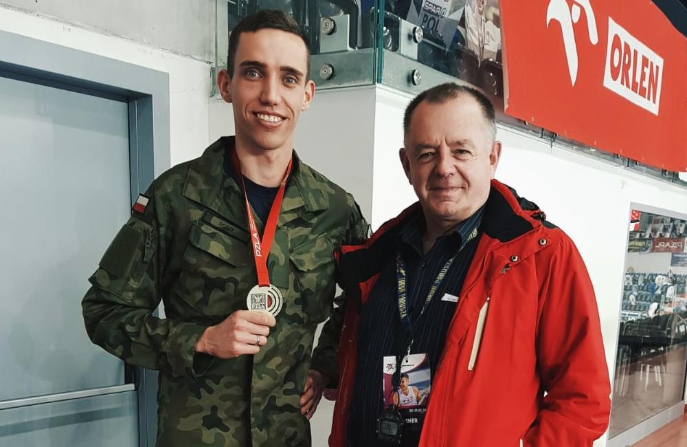 Patryk Dobek z medalem